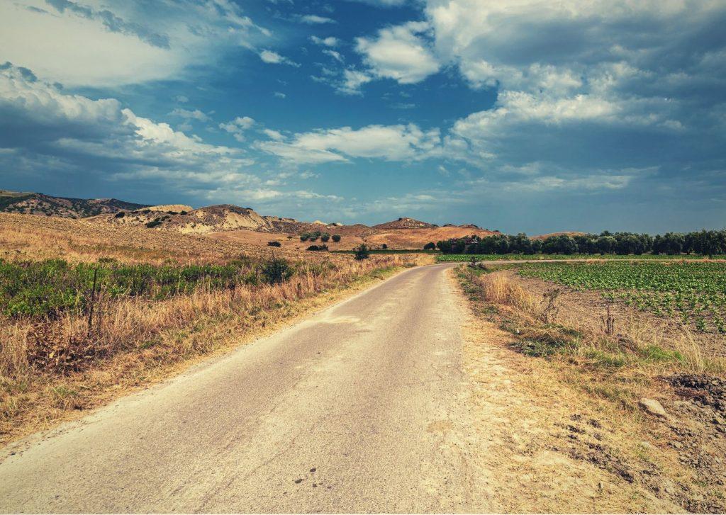 Strada della provincia materana che attraversa la Murgia
