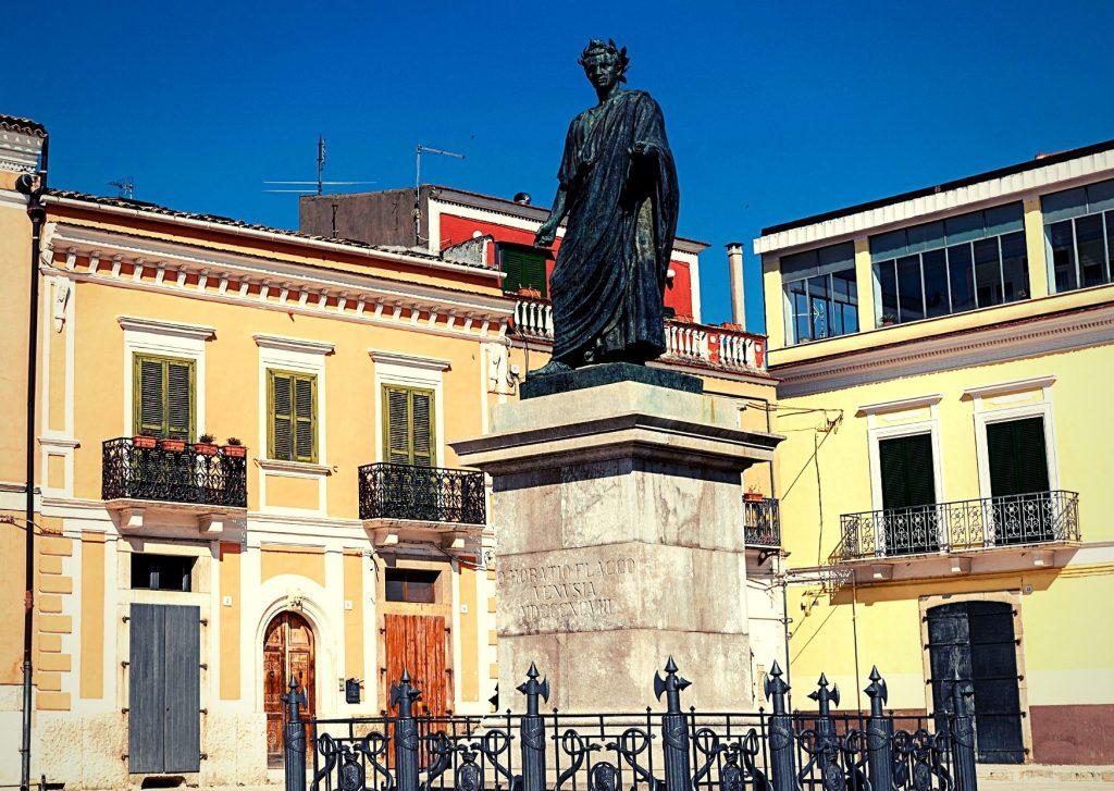 Statua di Quinto Orazio Flacco nella sua città natale,Venosa