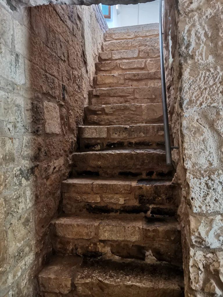 Scaletta in muratura di antico castello