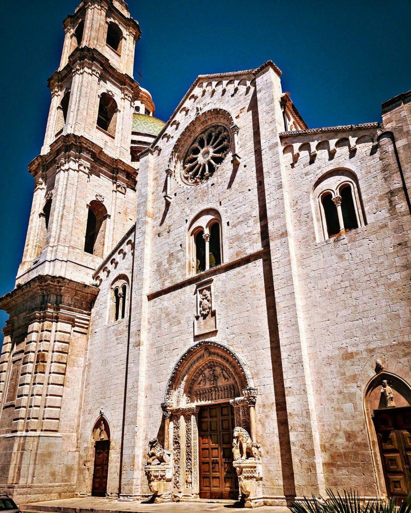 Facciata con campanile della Cattedrale di Bitetto