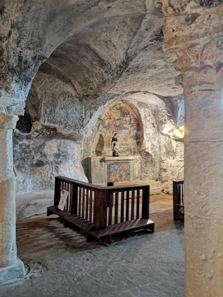 Chiesa dello Spirito Santo: angolo con affreschi e piccola scultura