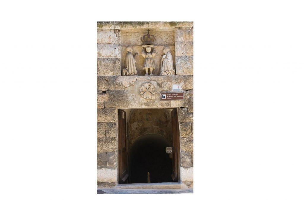 Monopoli segreta: ingresso alla chiesa ipogea della Madonna del Soccorso