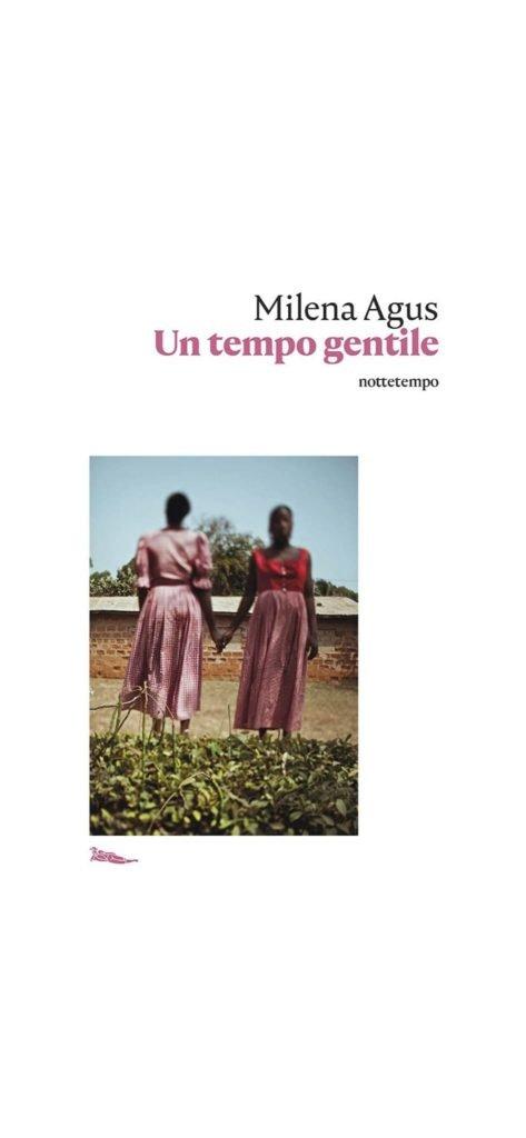 Un tempo gentile - Milena Agus: copertina bianca con due donne nere che si tengono per mano