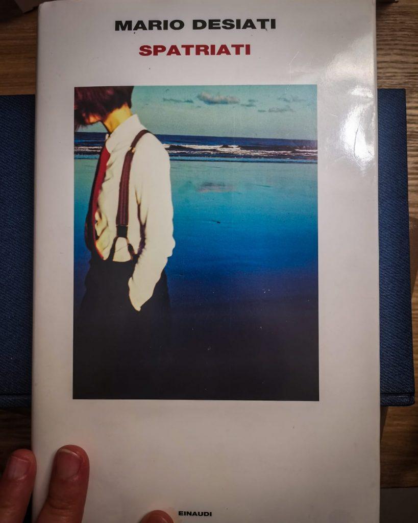Spatriati - Mario Desiati: copertina su agenda a contrasto